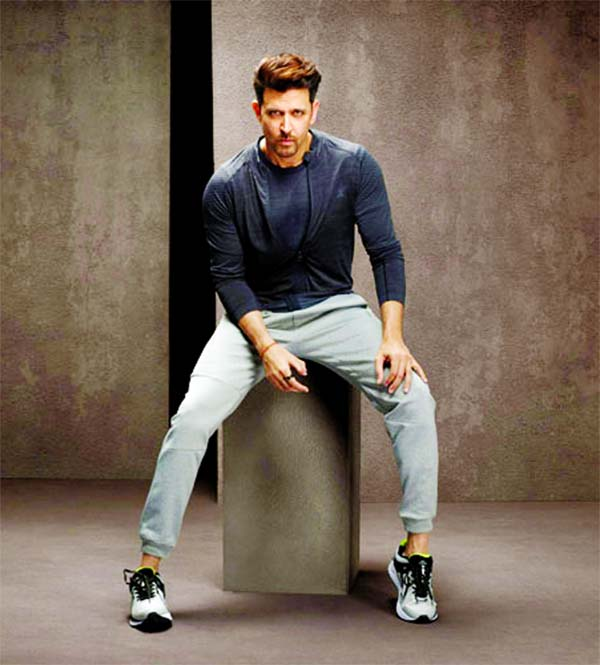 Hrithik inspires his fan with a broken back to start his dance academy