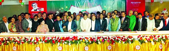 The 21st founding anniversary of Jugantar, a leading Bangla national daily in the country, was celebrated in a colourful manner at the Jamuna Future Park Convention Centre in Dhaka on Saturday. The celebration of the anniversary was inaugurated by cutting a giant cake by Jamuna Group Chairman Nurul Islam Babul, Jatiya Party Chairman GM Kader and publisher of the Newspaper Salma Islam along with others invited guests. (Photo collected)