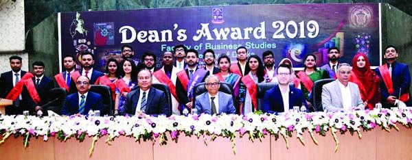 69 DU students get  Dean's Award