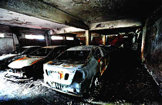 3 burnt alive in garage fire