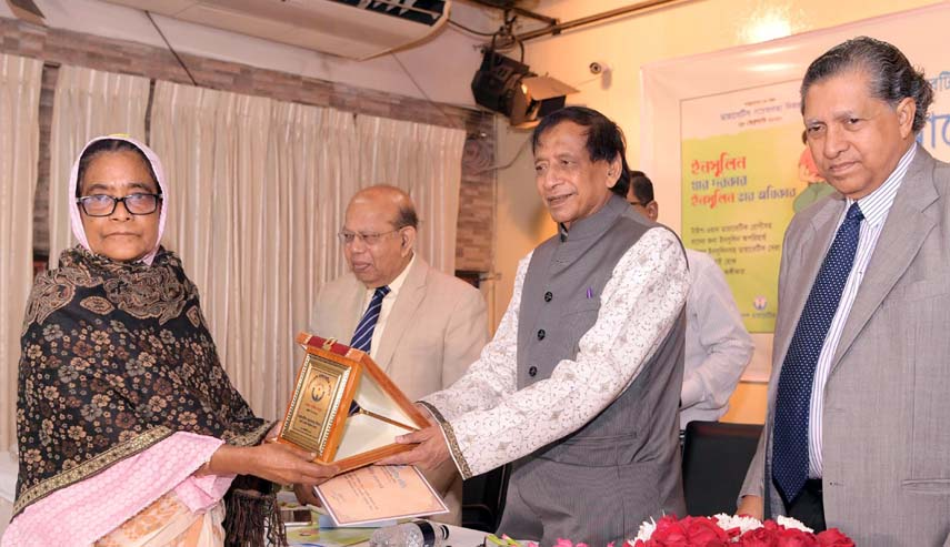 Social Welfare Minister Nuruzzaman Ahmed handing over crest to diabetic patients in BIRDEM auditorium in the city on Friday marking founding anniversary of Bangladesh Diabetic Association