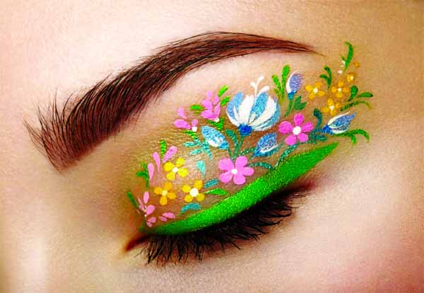 Floral eyeliner is taking over Insta