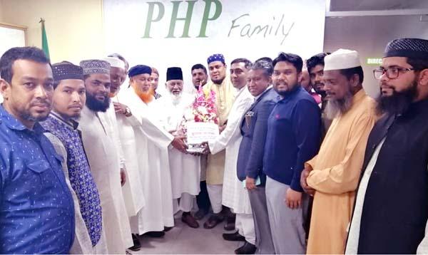 Alhaj Mizanur Rahman, Chairman, PHP Group is being greeted by leaders of Anjumaney Nadbhiya Nuriya Trust recently.