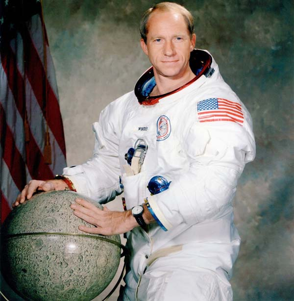 Apollo 15 astronaut Al Worden, who circled moon, dies at 88