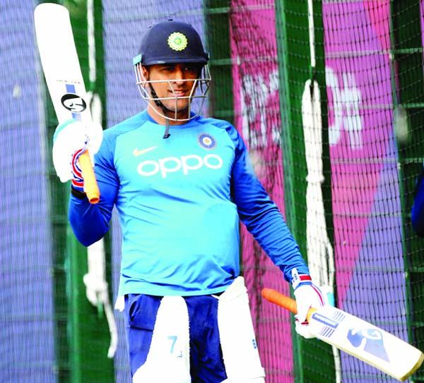 I'd like to see Dhoni in India's WC squad: Gavaskar