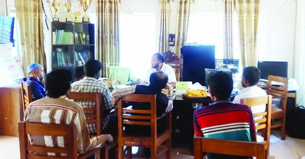 BETAGI (Barguna): An awareness buildup programme on coronavirus was arranged at Betagi UNO Office keeping distance with guests and media persons  recently.