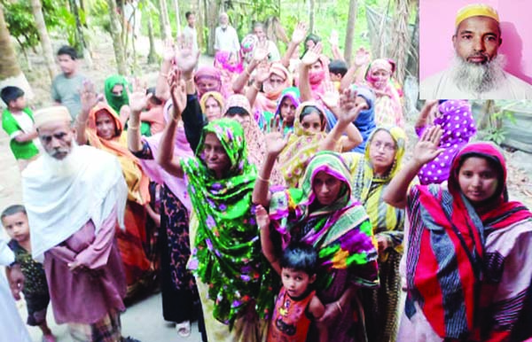 BANARIPARA (Barishal): Locals brought out a procession protesting assault of Imam Hafez  Mohammad Ismail of Gava Pesharkar Bari Jaam-e- Mosque at Banaripara on Tuesday.