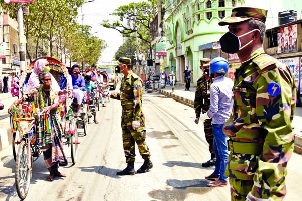 Army personnel calling upon the commoners to stay at home to protect themselves from coronavirus. The snap was taken from the city's Azimpur area on Saturday.