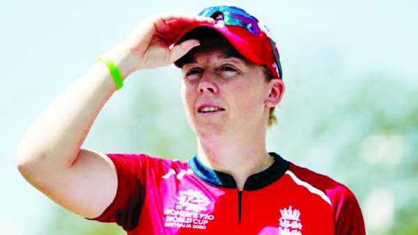 England captain Heather Knight joins NHS as volunteer