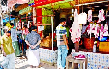 Meat traders in the city's Rampura area opened their shops yesterday, but afew customers showed up amid the coronavirus          outbreak.