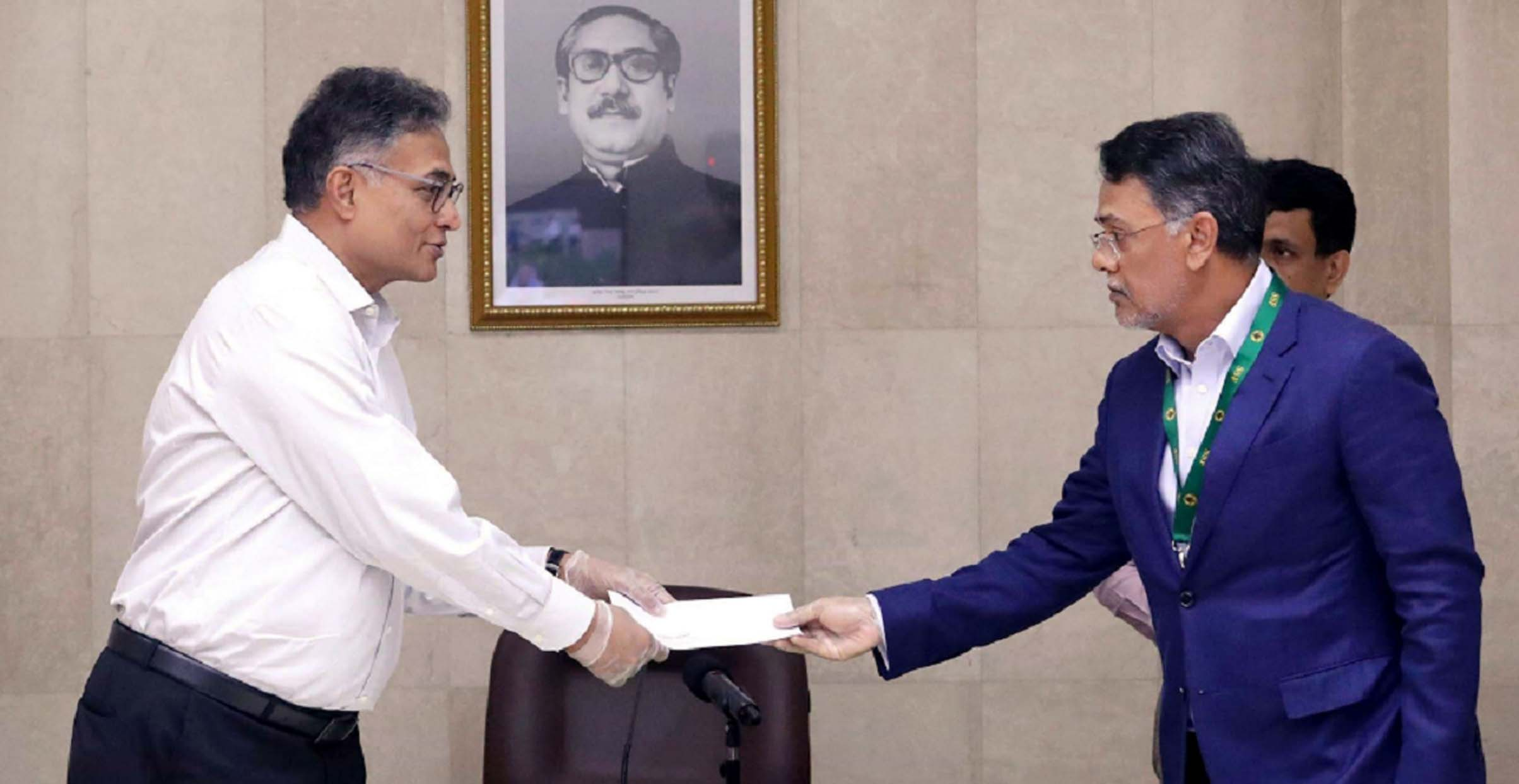 Md Farid Khan, Vice-Chairman of Summit Group of Companies, handing over a cheque of Tk 3cr to Dr Ahmad Kaikaus, Principal Secretary of the Prime Minister Sheikh Hasina, to help daily wage earners at the PM Office on Sunday.