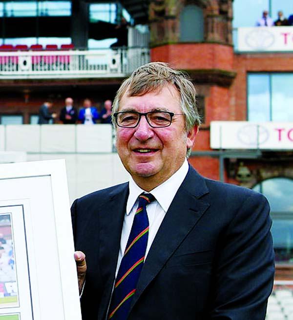 Lancashire chairman David Hodgkiss dies due to coronavirus