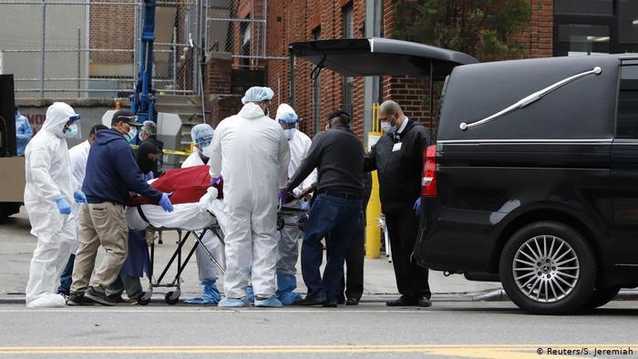 US death toll spirals amid rush to build field hospitals, find supplies