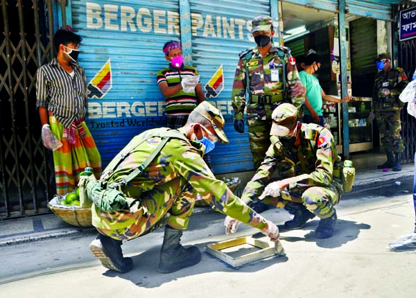 Army personnel warning commoners painting 'round circle' in front of shops in different markets in the city with a view to protecting from coronavirus. The snap was taken from Shantinagar Bazar on Wednesday.