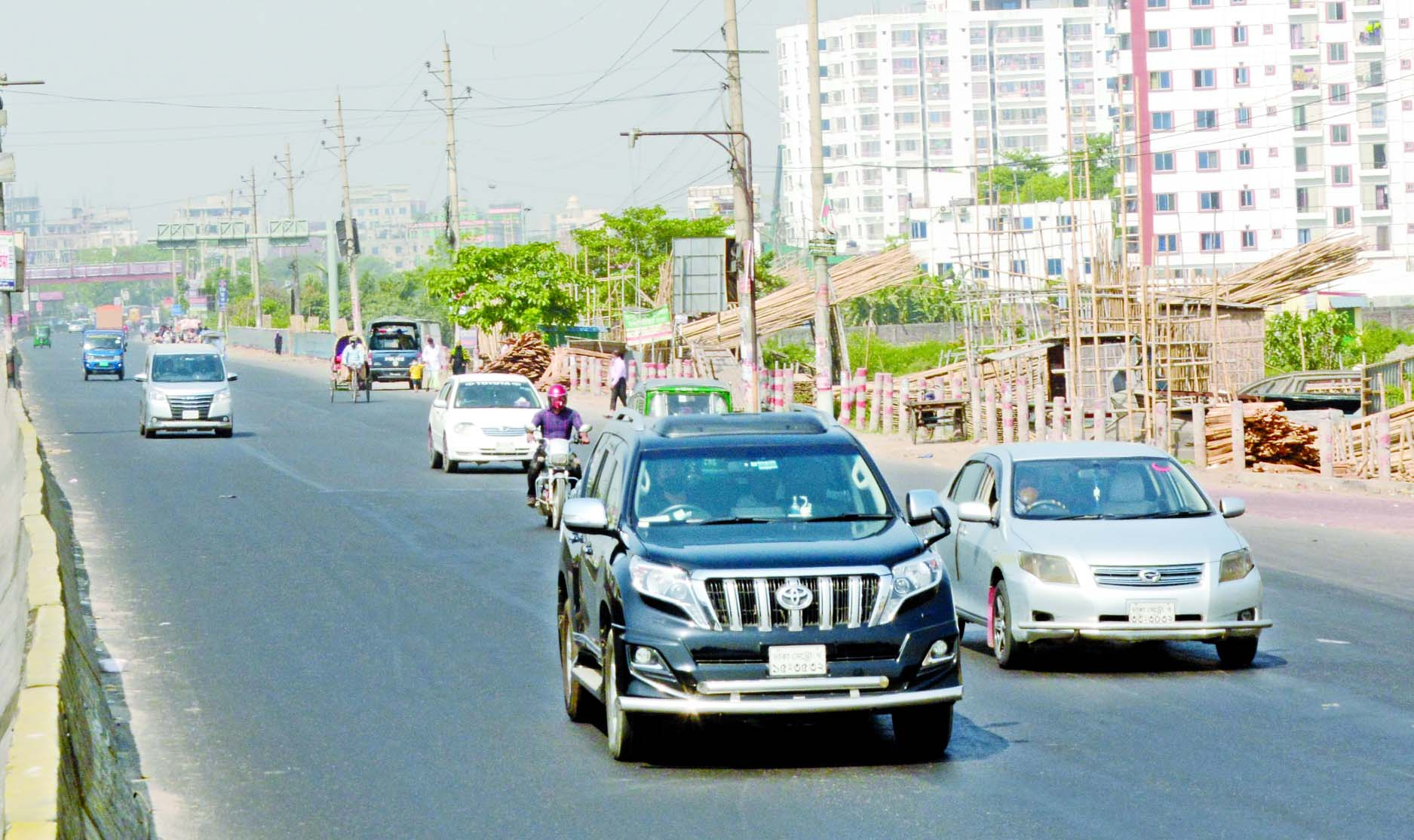 Private cars plying on Dhaka-Chattogram Highway on Wednesday defying the government's transport ban order.