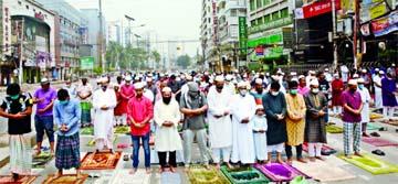 Devotees offering Jum