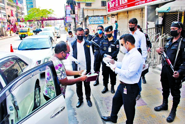 Members of RAB-3 conducted a drive through mobile court in the city`s Malibag area on Tuesday to gather information about transports which were plying on the city streets defying ban.