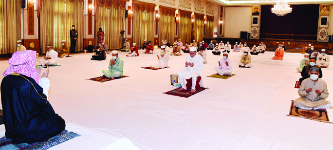 President Md. Abdul Hamid offering munajat after Eid-ul-Fitr Namaz at Darbar Hall of Bangabhaban in the city on Monday.