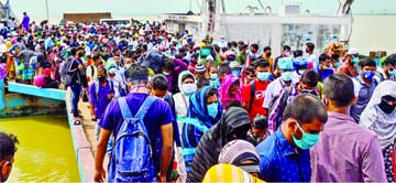 Thousands throng ferry terminals
