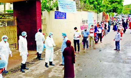 Suspected corona patients rush at the fever clinic of Bangabandhu Sheikh Mujib Medical University (BSMMU) in Dhaka on Saturday amid spike in the positive Covid-19 cases in the country.