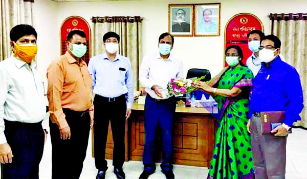 Director General of DGHS Abul Kalam Azad being greeted with bouquet by his colleagues when he arrived office on Monday after recovered from COVID-19 symptoms.