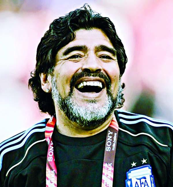 Maradona extends contract with Gimnasiay Esgrima