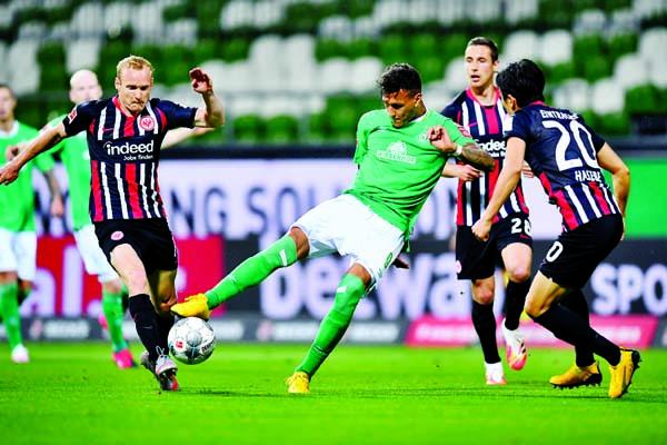 Frankfurt beat struggling Werder 3-0 in Bundesliga