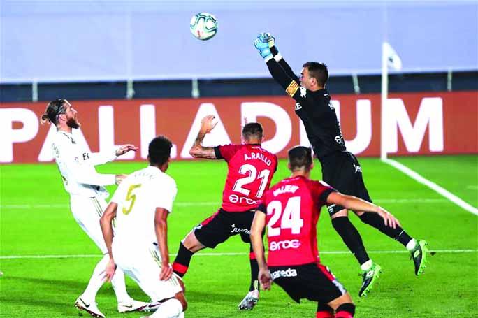 Ramos free-kick sends Madrid back to top of La Liga