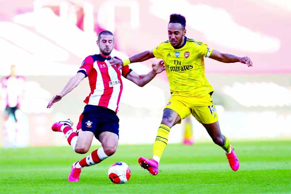 Arsenal beat Saints to end troubled spell