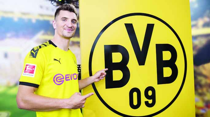 Thomas Meunier joins Borussia Dortmund from PSG