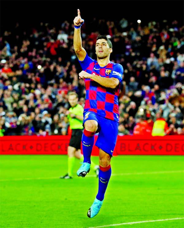 Suarez double, Barca drop vital points in Vigo