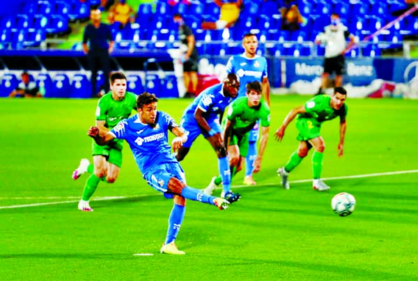 Jaime Mata double revives Getafe Champions League bid