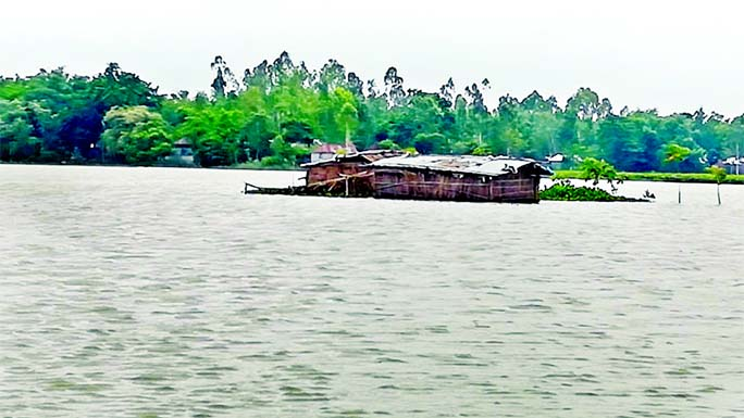 A vast swathe of crop land in Kajipur upazila of Sirajganj district goes under floodwater as water level of Jamuna River continues to rise due to incessant rain and water from upstream. This snap was taken on Wednesday.