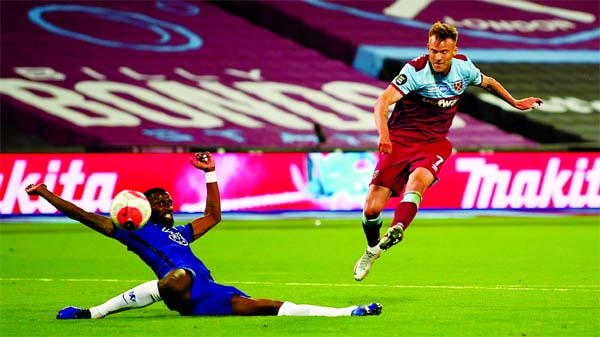 West Ham United's Andriy Yarmolenko (right) scores the third goal against Chelsea during their EPL match on Wednesday.
