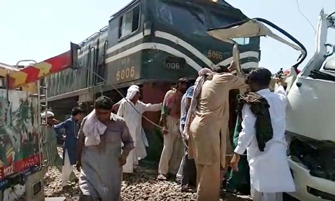 22 dead as train hits bus carrying Sikh pilgrims in Pakistan