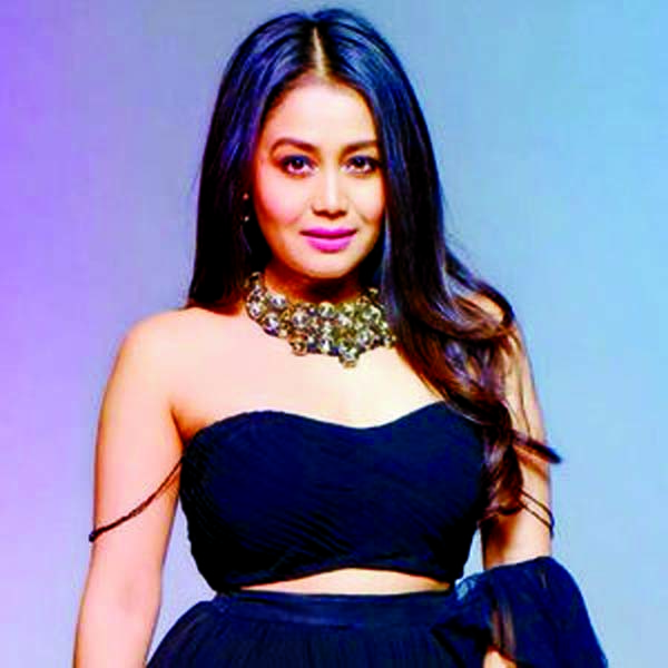 Neha Kakkar flaunts her Indian traditional look on the Internet