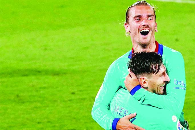 Griezmann stars against Villarreal as Barca keep title hopes alive