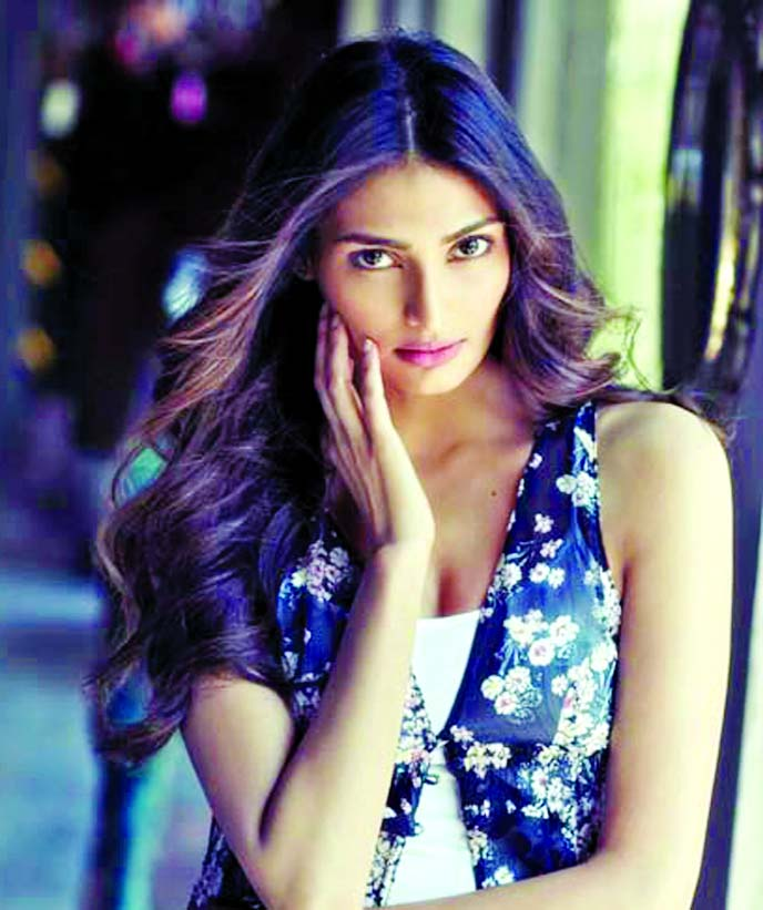 Athiya Shetty is kissing a special person on 'World Kiss Day'