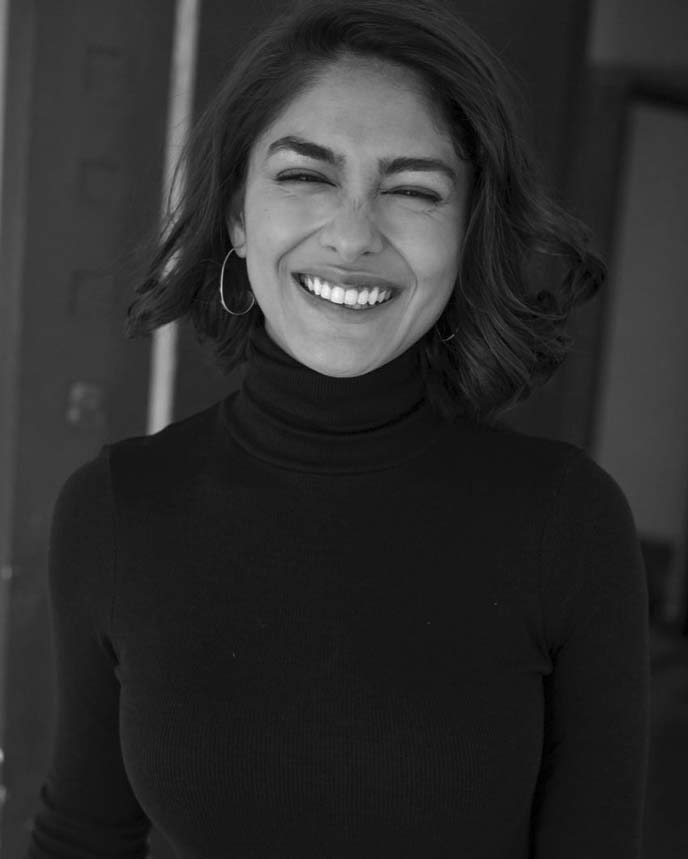 Mrunal Thakur's black & white avatar is hypnotizing her admirers