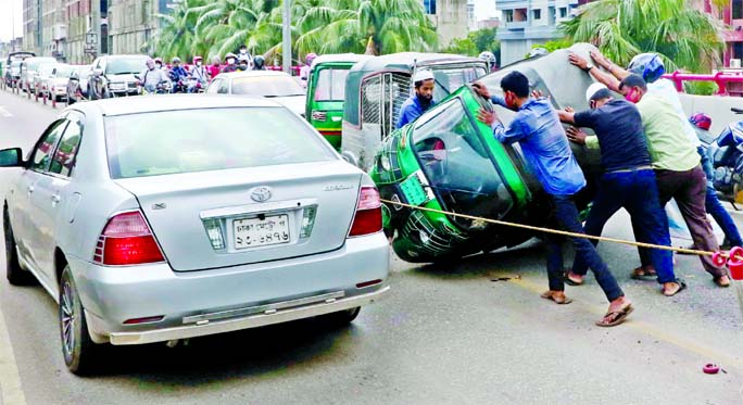 Traffic gridlock was created on Mayor Hanif Flyover after a CNG three wheeler turned turtle while crossing violating speed limit on Monday.