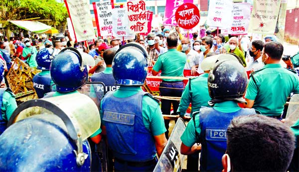 Police disperse a procession of Left Democratic Alliance demanding resignation of Health Minister, withdrawal of corrupt DGHS officials and ensuring medical facilities for all when it proceeded towards Secretariat on Thursday.