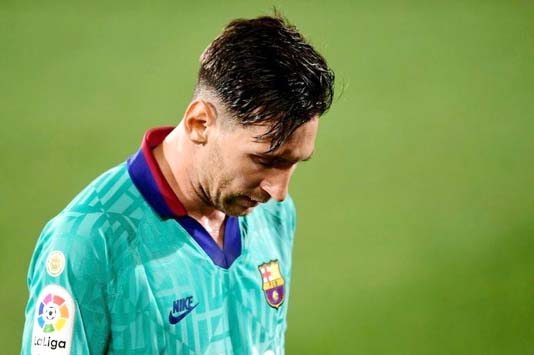 Van Bronckhorst 'can't imagine' Barcelona without Messi