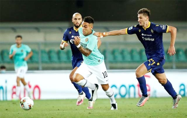 Inter Milan's Lautaro Martinez (centre) in action with Hellas Verona's Marash Kumbulla (right) during the Italian Serie A soccer match at Rome on Thursday. The match ended in a 2-2 draw.