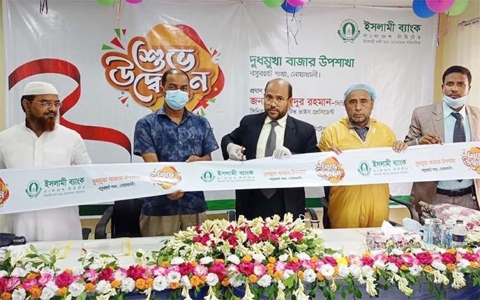 Mahmudur Rahman, SEVP & Head of Noakhali Zone ofIslami Bank Bangladesh Limited, inaugurating its Dudmukha Bazar sub-branch under Boshurhat Branch of Noakhali recently. Mohammad Abdul Awal, Head of Boshurhat Branch of the bank and local elites were also present.