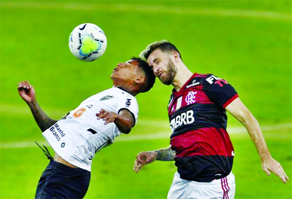 Atletico Mineiro's Marrony (left) and Flamengo's Leo Pereira jump for a header during their first round match of the Brazilian Football Championship at the Maracana stadium in Rio de Janeiro, Brazil on Sunday.