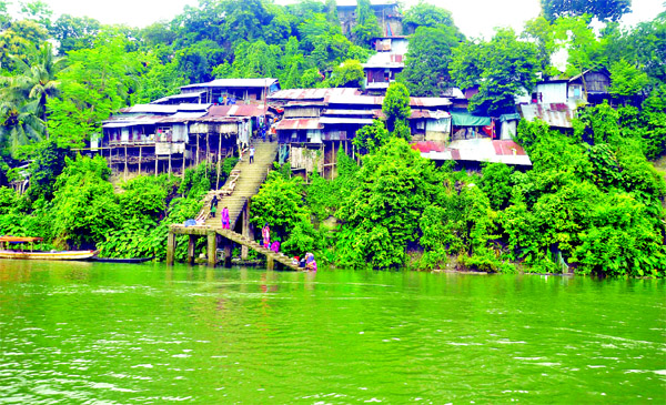 Disobeying warning of district administration, over 100 families are still living on the hilltops risking their lives where fatal accidents may occur at any time due to possible landslides even after a short spell of heavy rain. This photo of `Dhakaiya Colony', taken from the bank of Kaptai Lake on Wednesday, shows some tin-shed kancha houses on the hill edge.