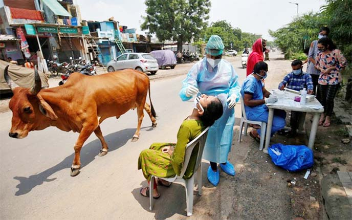 India coronavirus infections near 4m, closes in on Brazil