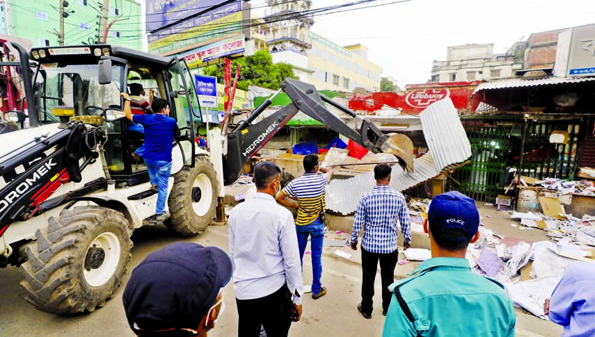 Authority concerned of Dhaka North City Corporation evicts illegal establishments at Uttar Badda area on Monday.
