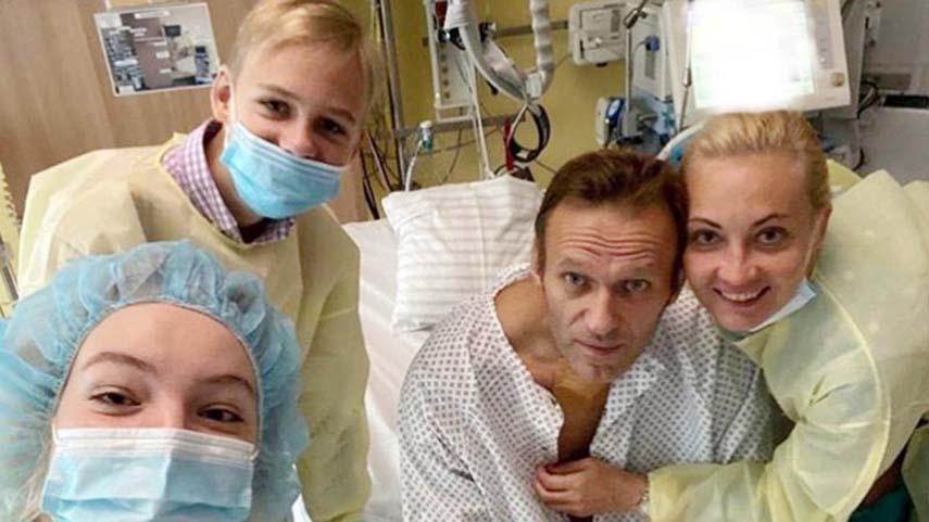 Navalny posts photo from hospital