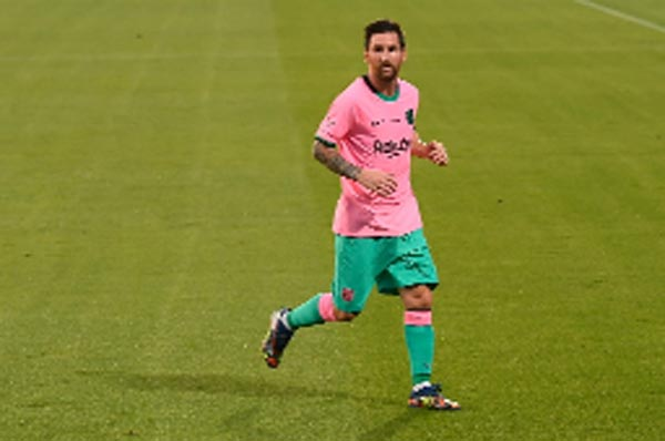 Messi scores twice as Barcelona win friendly match